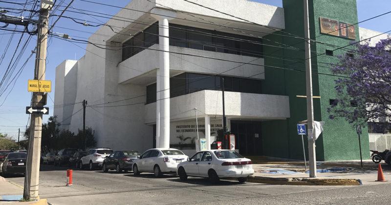 """""""El jefe manda"""", director del ISSEA seguirá dentro de la nómina con 150 mil pesos de salario"""
